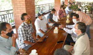 Silahturrahmi yang berjalan akrab dan penuh kekeluargaan itu dihadiri sejumlah wartawan, termasuk para pimpinan media.